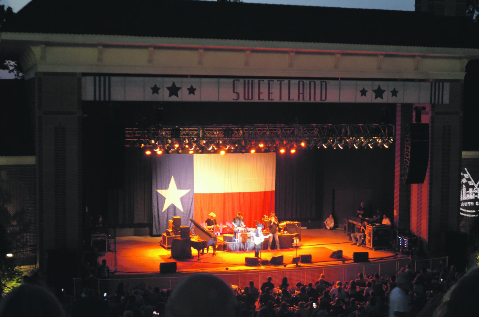 Willie Nelson And Company  Take The Stage At Sweetland